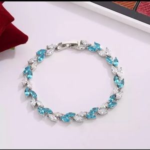Jewelry - White Gold Plated Cz Leaf Shape Bracelet 💙